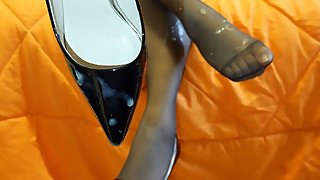 Lucky guy cums on the nylon feet heels of a classy MILF - 4K