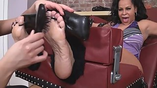 TickleAbuse Ц Thick and Ticklish Milf