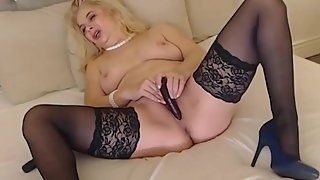 milf plays with her self