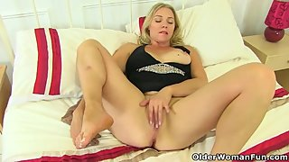 British milf Abi lets you enjoy her nyloned fanny