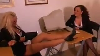 Mozenrath Presents : Vintage Super Sexy Office Sexretary Pissing Lesbian