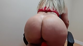 sensual dance of 4 in the chair and opening with 2 hands the ass and flashi