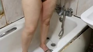 Step son spies step mom in the bathroom before fucking rough till he cums