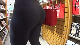 Fit Big Booty in Black Leggings - Public