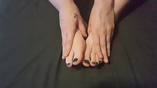 DONT YOU JUST LOVE MY SEXY FEET?