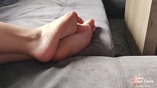 MY YOUNG STEP MOM FEET VOYEUER - FOOT FETISH SPYING
