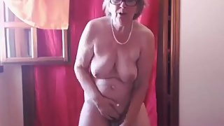 Mom Loves to Walk all Day with a Vibrator in Her Cunt-webcam